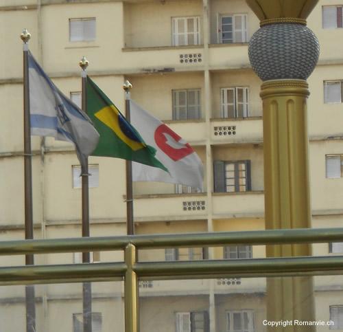 temple-salomon-drapeaux